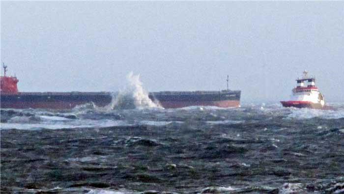 Nizozemskom teretnom brodu prijeti potonuće nakon dramatične evakuacije posade