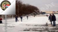 Udruga pomaže mladim sportašima: čišćenje snijegom prekrivenog sportskog terena | Crne Mambe | Rad Udruge