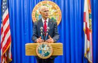 Guverner Floride želi policiju u svakoj školi