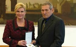 Predsjednica odlikovala 13 pripadnika 204. vukovarske brigade